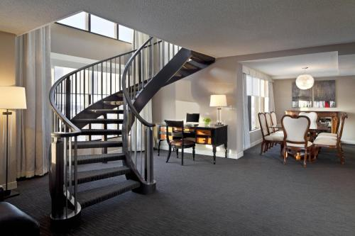 Cambridge Red Deer Hotel & Conference Centre - Red Deer, AB T4N 3X9