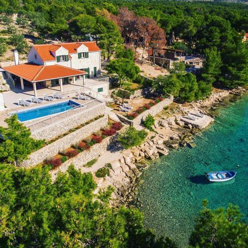 . Luxury Villa Kate with heated pool