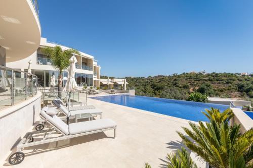 . Caneiros Luxury House & Suites