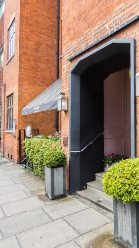 28 Basil Street, London, SW3 1AS, England.