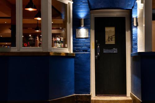 The Bridge Pub & Rooms - image 8