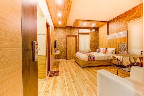 FabHotel Grand Savoury Suites Frazer Town