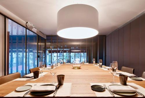 Alexandra Barcelona Hotel, Curio Collection by Hilton photo 2