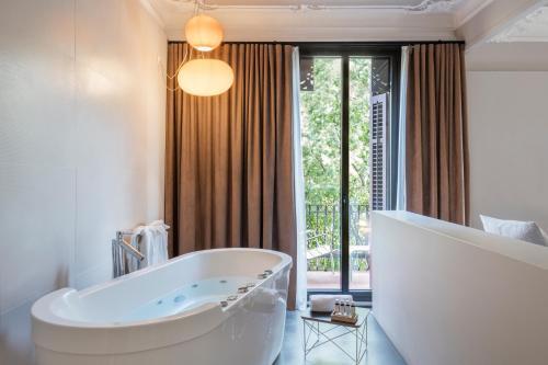 Alexandra Barcelona Hotel, Curio Collection by Hilton photo 50