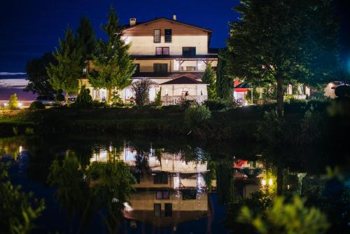 __{offers.Best_flights}__ Hotel Czardasz