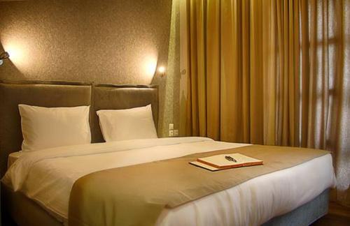 . Athlos Hotel