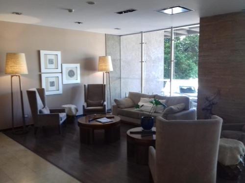 Фото отеля Hotel Tower Inn & Suites