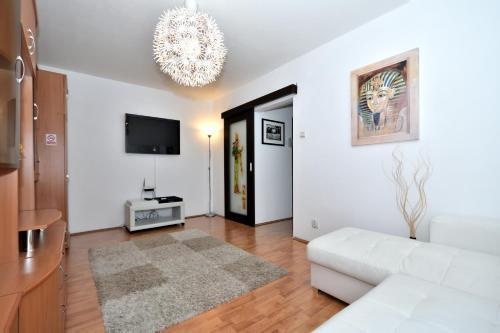 . Nefertiti's Apartment