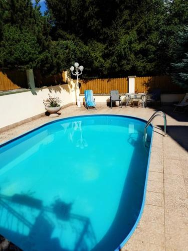 Sunny apartment with swimming pool in Prague - Room Deals ...
