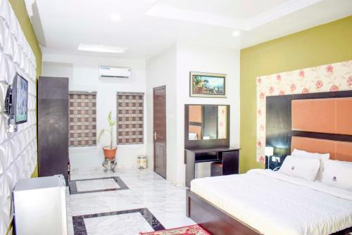 Mount Royal Centre, Hotel, Ajeromi/Ifelodun