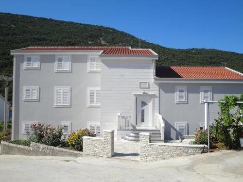 . Villa Marica