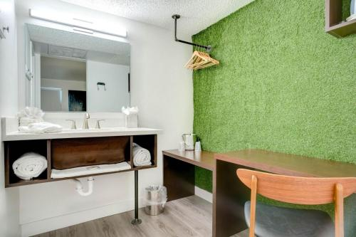 Photo - Downtowner Boutique Hotel