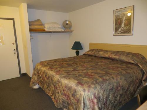 Lazy J Motel - Claresholm, AB T0L 0T0