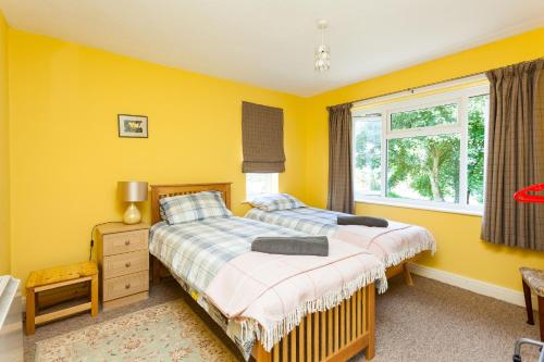 West Chiltington Village, 2 Bedrooms & Parking