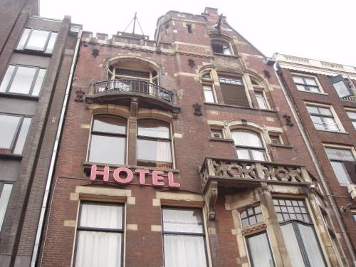 Manofa, Pension in Amsterdam