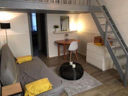 Studio avec mezzanine à 5 min des arènes et de la gare - Location saisonnière - Nîmes