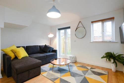 Marmion House - Cozy 2 Bed House With Parking