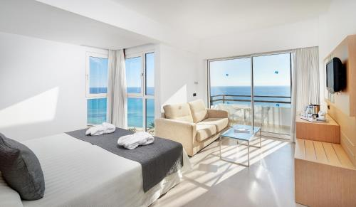 Junior Suite with Sea View (2 Adults + 2 Child)