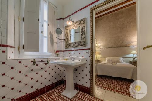 Double or Twin Room with Balcony Hotel Argantonio 6
