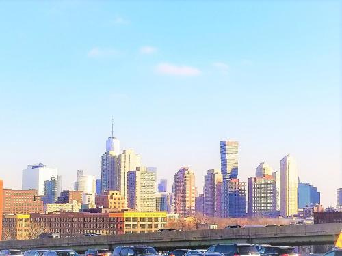 10 Minute Train to Downtown Manhattan New York City - 12 Minute Uber to Newark Airport