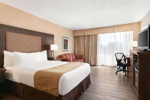 Ramada by Wyndham Belleville Harbourview Conference Center - Hotel - Belleville