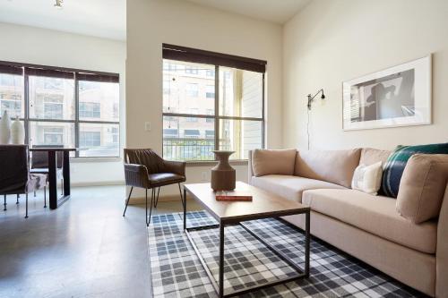 Sunny Midtown Suites by Sonder - Houston, Texas