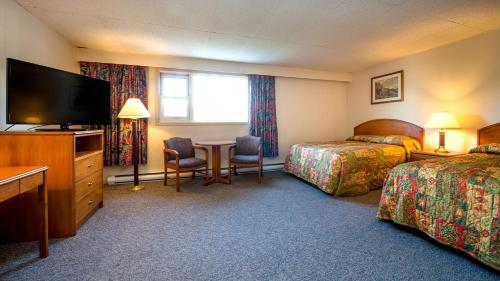 Town and Mountain Hotel - Whitehorse, YT Y1A 2B6