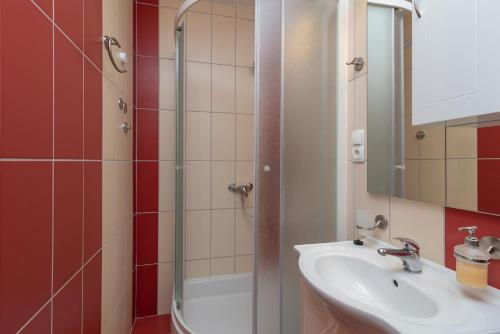 Apartament z 2 sypialniami i balkonem (Two-Bedroom Apartment with Balcony)