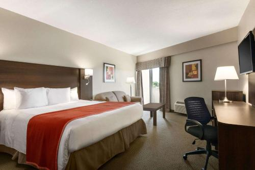 Travelodge by Wyndham Kingston LaSalle Hotel - Kingston