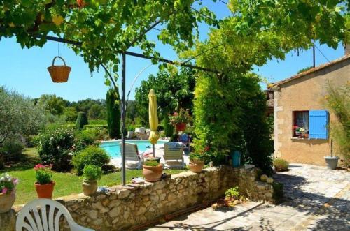 Maison Provençale avec piscine chauffée avec une jolie vue sur le Luberon, située au calme à Robion, proche de l'Isle sur la Sorgue, LS2-326 AMIRADOU - Location saisonnière - Robion