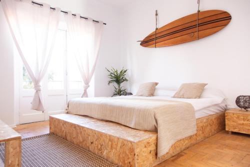 Gota d'Agua Surf Camp & Suites, Almada