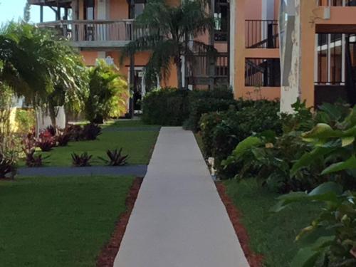 Running Mon Sunrise Resort & Marina