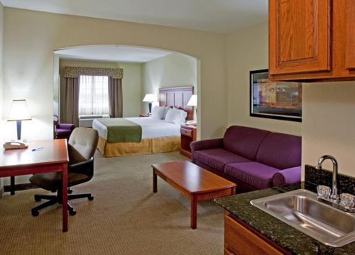 Holiday Inn Express Hotel And Suites Ada - Ada, OK 74820
