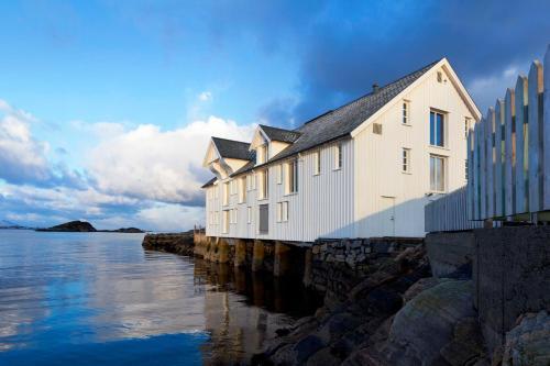Sveggvika Guesthouse - Hotel - Averøy