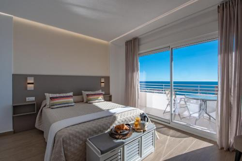 . Alicante Skylights Apartments
