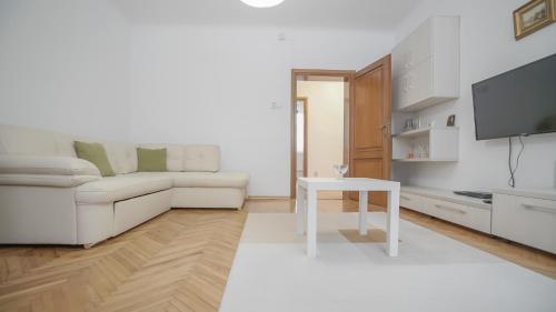 CN2i Luxury Accommodation Simion Barnutiu