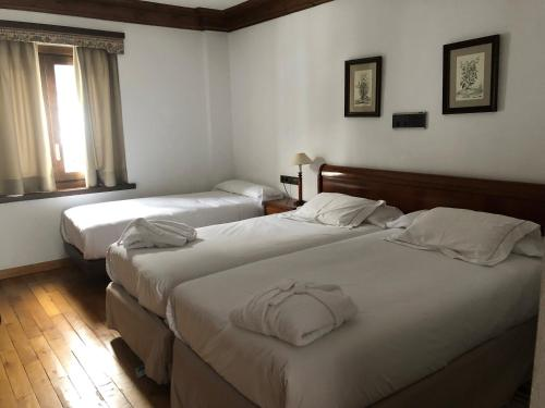 Double Room with Extra Bed Hotel Yoy Tredòs 10
