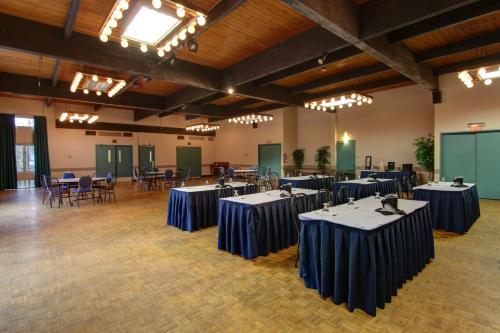 Banff Voyager Inn - Banff, AB T1L 1B5