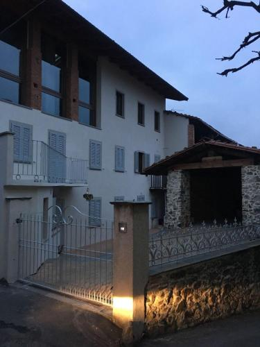 Horse Shoe House - Accommodation - Chiaverano