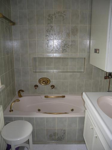 A Hotelcom Apartment In Oberhofen Am Irrsee 82 Wohnung