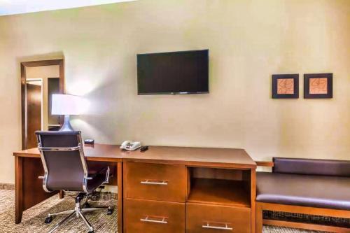 Comfort Suites Houston I45 North - image 9