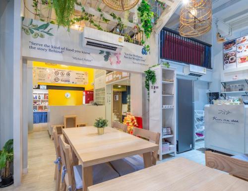 Kinnon Deluxe Hostel Coworking Cafe photo 63