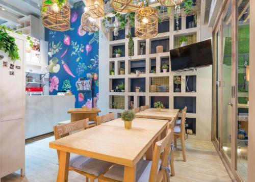 Kinnon Deluxe Hostel Coworking Cafe photo 92