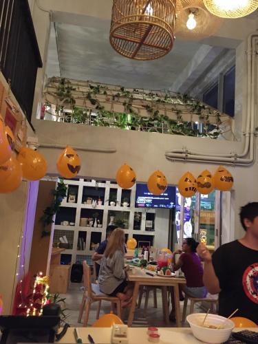 Kinnon Deluxe Hostel Coworking Cafe photo 127