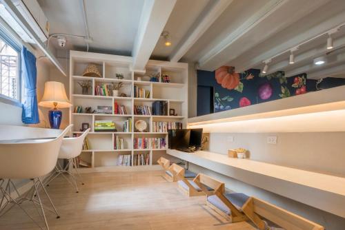 Kinnon Deluxe Hostel Coworking Cafe photo 131