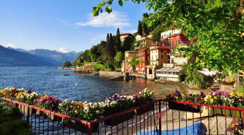 A Hotel Com La Terrazza Sul Lago Holiday Home Varenna