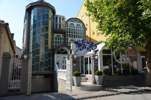 . Hotel Ženeva