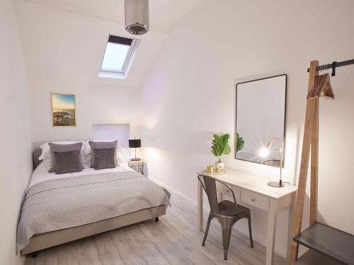 . The Surfer's Loft Apartment