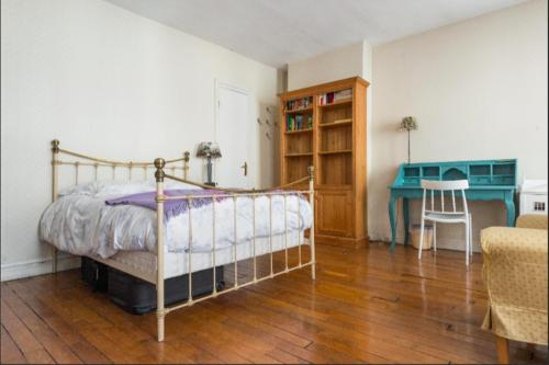 Private Suites in Large Apartment In The Marais
