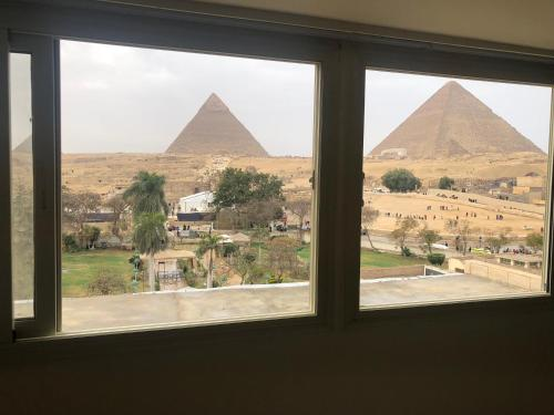 Great Pyramid Inn - image 12